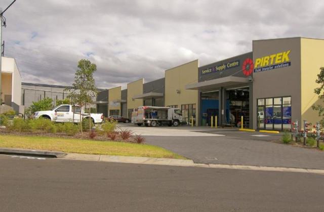 4/3 Luso Drive, UNANDERRA NSW, 2526