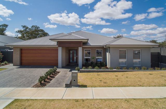 124 Warrah Drive, TAMWORTH NSW, 2340