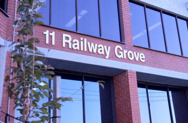 Level Ground Flo/1 & 2/11 Railway Grove, MORNINGTON VIC, 3931