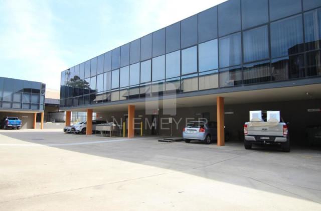 3 Kaleski Street, MOOREBANK NSW, 2170