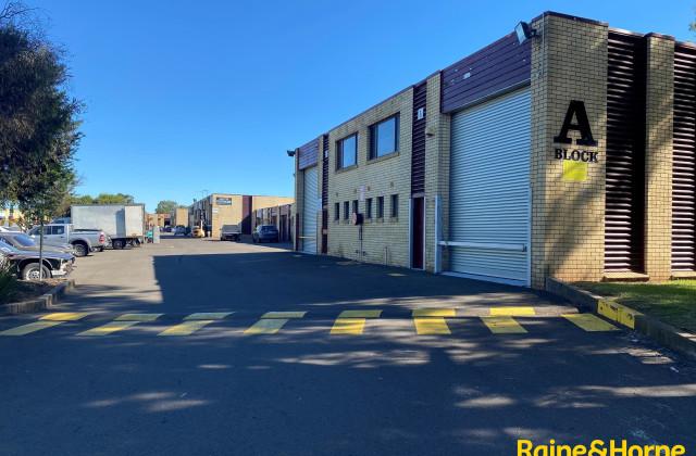 Unit 3A/4 Louise Avenue, INGLEBURN NSW, 2565
