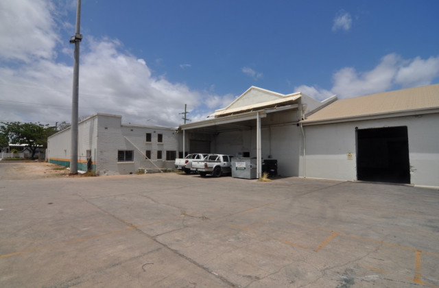 Shed 2/115-147 Perkins Street, SOUTH TOWNSVILLE QLD, 4810